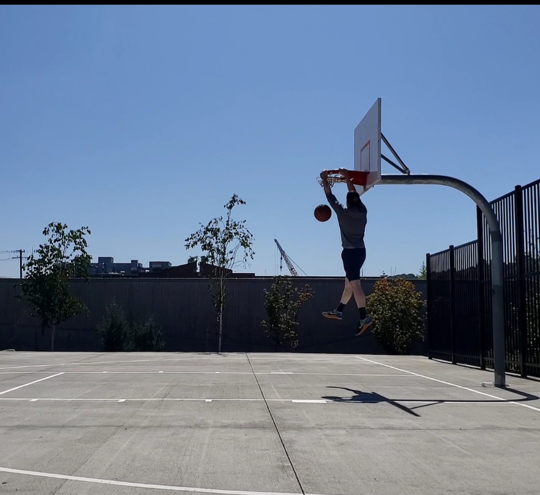 Recovery from jumper's knee. Playing basketball with no knee pain